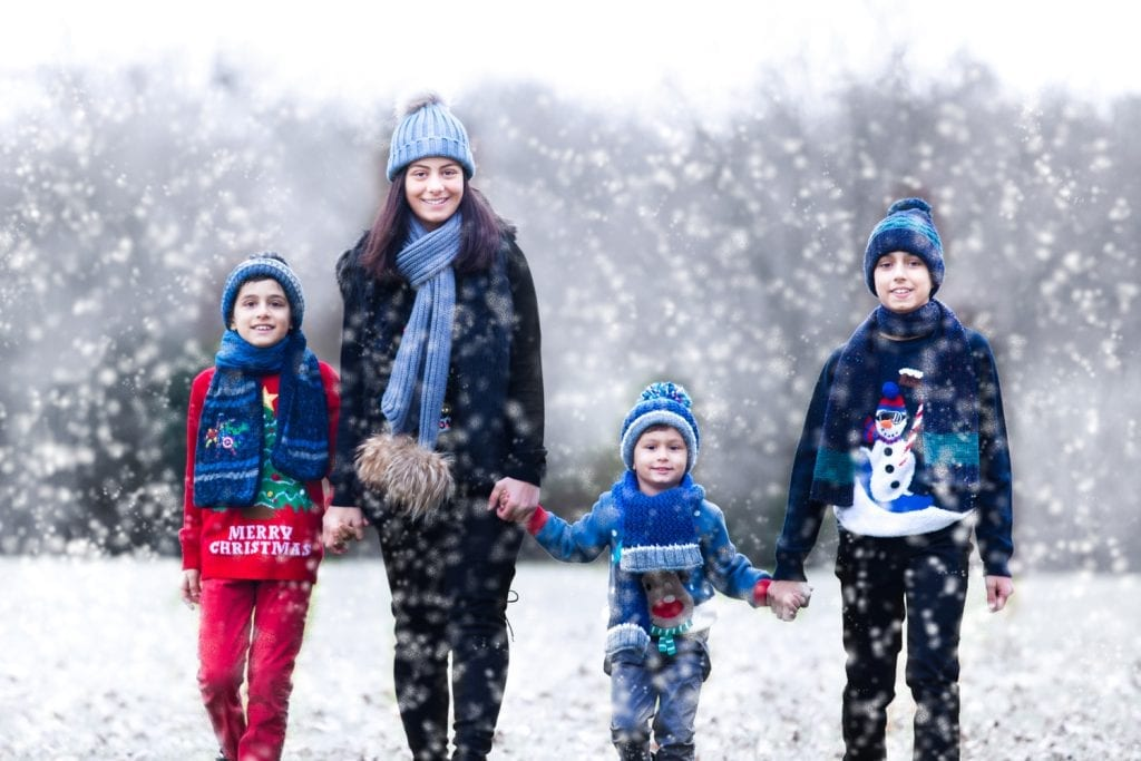 family in the snow - chelmsford park, Essex